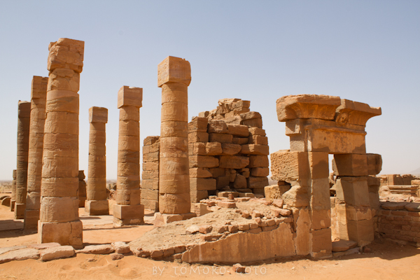 Looking towards the crumbling interior of the Temple of Amun...