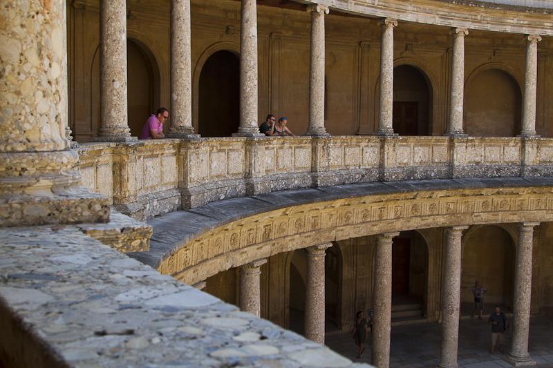 Thinking deep circular thoughts in the Palacio Carlos V...