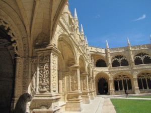 Peaceful cloister of the Monasteiro des Jeronimos...