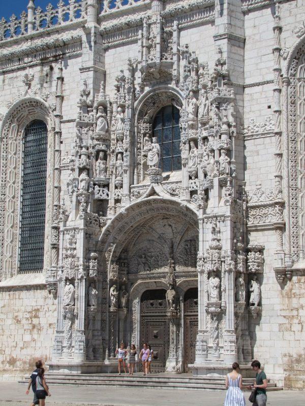 The incredible doorway of the Monasteiro des Jeronimos...