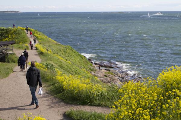 Walking around the windswept defences of Suomenlinna Island...