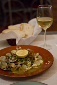 Local clams with butter and garlic, and a crisp, refreshing vinho verde...