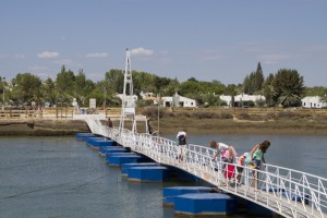 Crossing the narrow causeway to the Ilha de Tavira...