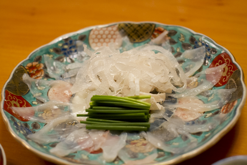 Delicate slices of fugu sashimi, with Kawa-sashi in the centre...
