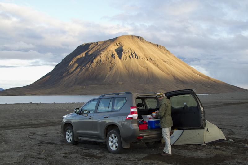 ...and this was my favourite highland camp, near a mountain called Syṑri-Haganga on lake Hágöngulón...